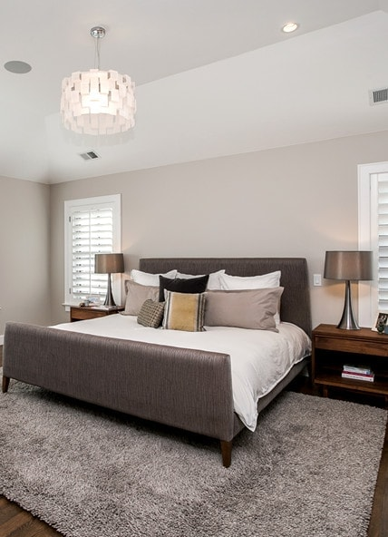 Master bedroom interior design by MARGARITA BRAVO