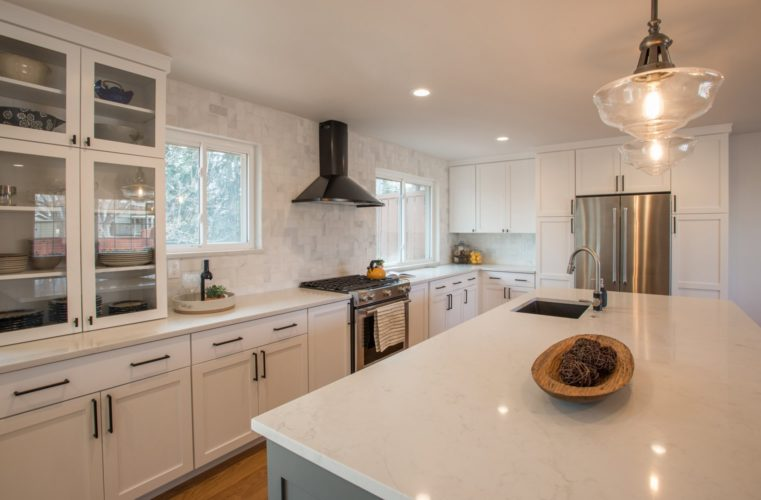 Golden Key Park White Kitchen Island Design
