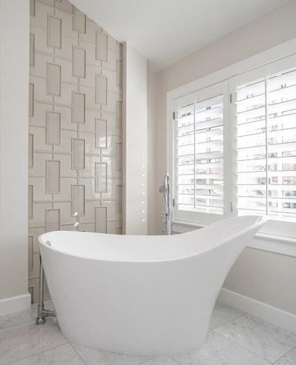 Bathtub design in Cherry Hills Village by MARGARITA BRAVO